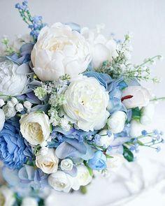 Blue Wedding Flowers, Wedding Flower Arrangements, Flower Bouquet Wedding, Blue Flowers, Floral Wedding, Wedding Colors, Floral Arrangements, Fantasy Wedding, Dream Wedding