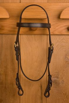 Glaze & Gordon Deluxe Flat Bridle British Country, Brass Fittings, Riding Gear, Brass Buckle, Leather Working, Solid Brass, Glaze, Band, Stuff To Buy