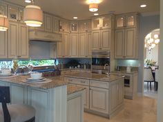 A big breakfast bar is a MUST HAVE for a quick meal before work or school! #Zillow #PulteHomes