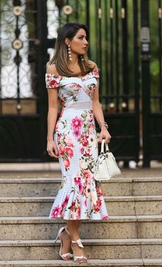 Vintage floral dress, off shoulder, fishtail, with white handbag, do you like it? Elegant Dresses, Pretty Dresses, Beautiful Dresses, Casual Dresses, Short Dresses, Fashion Dresses, Summer Dresses, Formal Dresses, Formal Wear