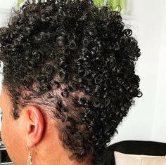 16 Short Curly Hairstyles That Will Make You Want To Cut Your Hair - The Glossychic Short Hair Styles For Round Faces, Short Styles, Curly Hair Styles, Natural Hair Styles, Short Sassy Hair, Short Blonde, Hair Photo, Curly Girl, Straight Hairstyles