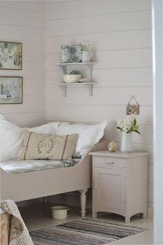 Arrangement on the wall - Tante Monica: Resten av fjoråret Small Room Bedroom, Dream Bedroom, Diy Bedroom Decor, Home Decor, Small Rooms, Bedroom Ideas, Single Bedroom, Bedroom Styles, Cozy Cottage