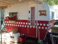 Vintage trailer: Our little 1963 Cardinal Canned Ham, Dorie!