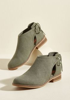 Canvas on Campus Ankle Bootie - Fashion Shoes Ideen Pretty Shoes, Beautiful Shoes, Cute Shoes, Me Too Shoes, Weird Shoes, Ankle Boots, Bootie Boots, Shoe Boots, Timberland Boots