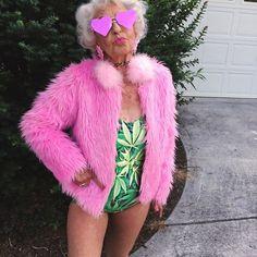 com o único propósito de lembrar a si mesmo que você deve apenas ser quem você é, não importa qual é a sua idade. Remember The 86 Year-Old Badass Grandma? Now She's 88 And Even More Badass!