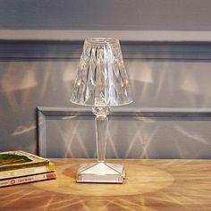 przedstawiamy nowo lampka battery by ferruccio laviani cakowicie autonomiczna i atwa do przenoszenia lampka battery ferruccio laviani wireless