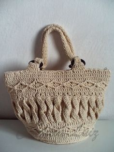 bolsa de croche   I am obsessed wirh this bag, but can't figure out how to do those twined or braided pieces. Suggestions?