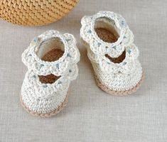Scallop Edge Baby Sandals Crochet Pattern by Matilda's Meadow