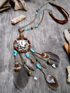 This beautiful Dreamcatcher will keep all your nightmares and follow you in every trouble of the life ! It were made with lot of love !    The neck