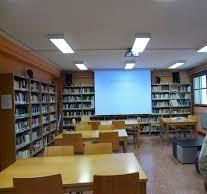 Agosto: A Soedade da biblio no verán Conference Room, Table, Furniture, Home Decor, Decoration Home, Room Decor, Tables, Home Furnishings, Home Interior Design