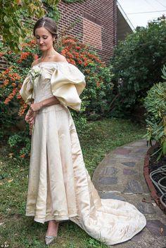 Este vestido de 120 años fue usado por 10 novias, y una estará próximamente vistiéndolo. Una historia que mereces conocer. ¡Descúbrela!
