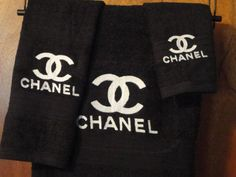 Chanel - Embroidered Bath Towel Set - Bath Towel, Hand Towel and Washcloth - Black Towels with White Emblem by on Etsy Bathroom Towel Decor, Bathroom Grey, White Bathrooms, Modern Bathroom, Bathroom Ideas, Chanel Bedroom, Chanel Decor, Black Towels, Bathroom Design Luxury