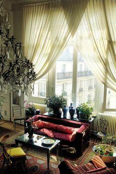 le rideau voilage transparent dans le salon ancien