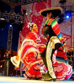 Jarebe tapatio | el movimiento de los vestidos casi hipnotiza