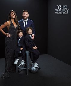 Leonel Messi With His Family Messi 10, Messi Fans, Leonel Messi, Football Awards, Fifa Football, Fc Barcelona, Messi And His Wife, Rugby, Lionel Messi Family