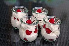 Raffaello – Creme Raffaelo Himmber dessert Related posts: Bombastic, delicious apple sour cream cake Make the best Nutella ice cream yourself with and without ice maker Chocolate cream cheese spread Raffaello Creme – Aufstrich Fruit Recipes, Cheesecake Recipes, Cupcake Recipes, Dessert Recipes, Drink Recipes, Summer Cakes, Summer Desserts, Easy Desserts, Summer Recipes
