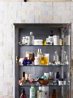 Vintage French steel apothecary cabinet - Interieurs