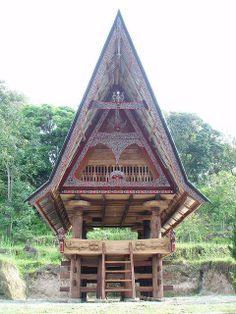 Traditional Batak house in Samosir island, lake Toba, Sumatra, Indonesia Library Architecture, Temple Architecture, Tropical Architecture, Vernacular Architecture, Architecture Design, Lake Toba, Unusual Homes, Village Houses, Roof Design