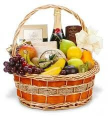 Gift Basket Treats Artfully Arranged and Delivered across USA for all Occasions. Check Our Collections of Gourmet Gift Baskets, Chocolates, Fruit Baskets for Father's Day Same Day Delivery. Holiday Gift Baskets, Wine Gift Baskets, Gourmet Gift Baskets, Gourmet Gifts, Gourmet Foods, Basket Gift, Gourmet Cheese, Food Baskets, Holiday Gifts