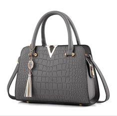 longmiao Fashion Designers Ladies Crocodile Pattern Tassel Bag Bolsas Femininas Famous Brand V Metal Tote Leather Handbags Luxury Handbags, Purses And Handbags, Leather Handbags, Cheap Handbags, Designer Handbags, Popular Handbags, Luxury Purses, Satchel Handbags, Luxury Bags