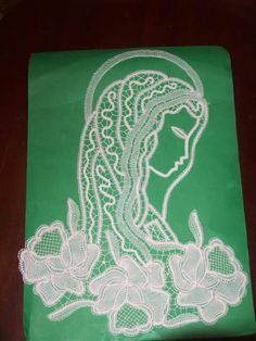 Madonna con rose Lace Art, Point Lace, Bobbin Lace, Filet Crochet, Crochet Designs, Madonna, Projects To Try, Images, Rose