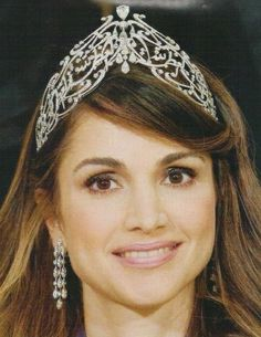 Queen Rania of Jordan wearing the Arabic Scroll Tiara