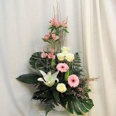 Arrangements funéraires | Fleuriste Cléome Corbeille rose et blanche Arrangements Funéraires, Floral Wreath, Wreaths, Website, Plants, Home Decor, Memorial Park, Floral Arrangements, Art