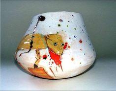 Linda styles ceramics - Dog pot 2010