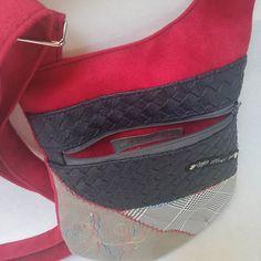 ploqi pic sur Instagram: Sac bandoulière type sacoche. 38€ Modèle unique fait main par créateurs Patron sous licence sacotin #ploqipic…