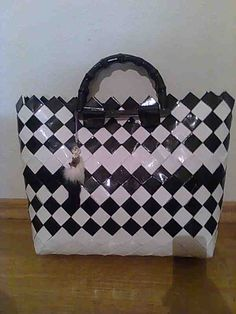 Paper Chains, Candy Wrappers, Fashion Bags, Louis Vuitton Damier, Diy And Crafts, Upcycle, Recycling, Weaving, Handbags