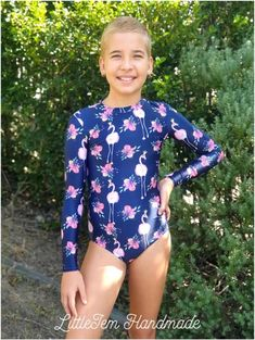 Stinger Suit Hack Sewing the Zipper Into the Back of the Neckline The lovely Samantha Wolgast from Little Jem Handmade has . Little Swimmers, Creating A Blog, Complete Outfits, Learn To Sew, Pdf Sewing Patterns, Wetsuit, Bodysuit, Zipper, Suits