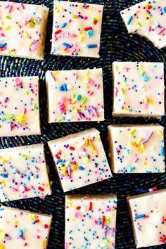 Cake Batter Fudge -- Cake Batter Fudge -- takes just ten minutes to make! Cake Batter Fudge, Fudge Cake, Birthday Cake Fudge, Birthday Treats, Holiday Treats, Christmas Treats, Christmas Baking, Christmas Candy, Christmas Time