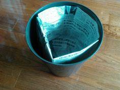 【簡単20秒】新聞紙でゴミ箱の内袋を作ろう!もうレジ袋には戻れない♪ | 片付けブログ「ずぼらイズ」|子育て中のずぼら主婦による汚部屋お片付けの記録 Origami, Paper Crafts, Tableware, How To Make, Handmade, Dinnerware, Hand Made, Tissue Paper Crafts, Paper Craft Work
