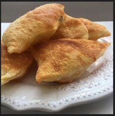 Merhaba, Annemin puf böreği çok sevilir ve beğenilir. Ben de bugün annemin ölçülerine sadık kalarak hazırladığım puf böreği tarifini sizlerl...
