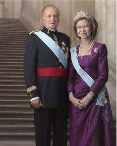 King Juan Carlos & Queen Sofia of Spain. Reigning King of Spain. On 22 November two days after General Franco's death, Juan Carlos was designated King according to the law of succession promulgated by Franco. Royal Crowns, Royal Jewels, Lady Diana, Adele, Queen Sophia, Royal Families Of Europe, Spanish Royalty, Spanish Royal Family, Spanish King