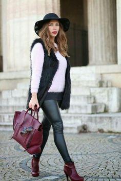 Calça de couro e sweater