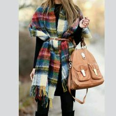 Que tal esse modelito pro inverno?! Pashimina de lã com um cintinho pra sair pelas ruas quentinha e cheia de estilo!!