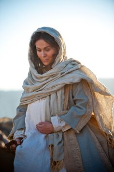beautiful images of Mary mother of Jesus - - Yahoo Image Search Results Biblical Costumes, Roman Costumes, Movie Costumes, Journey To Bethlehem, Bethlehem Inn, Lucas 2, Family Home Evening Lessons, Young Women Lessons, Fhe Lessons