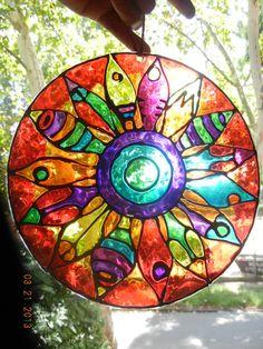 La luz pasa de colores en mi ventana.. Mandala Art, Mandala Pattern, Mosaic Pots, Mosaic Glass, Hamsa Art, Devin Art, Cd Crafts, Cd Art, Stained Glass Paint
