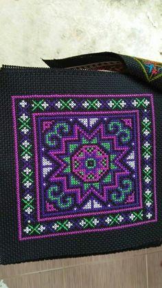 Cross Stitch Boards, Cross Stitch Bookmarks, Mini Cross Stitch, Cross Stitch Flowers, Hand Embroidery Stitches, Cross Stitch Embroidery, Embroidery Patterns, Cross Stitch Designs, Cross Stitch Patterns
