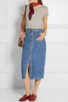 You will be certain that your denim jacket isn't too tight. It will become easy and stylish with your favourite denim jacket. Long Denim Skirt Outfit, Demin Skirt, Jean Skirt Outfits, Midi Skirt, Denim On Denim, Madewell Denim, Denim Overalls, Blue Denim, Denim Fashion
