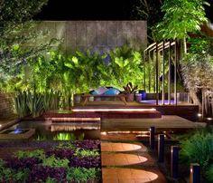 plantas e elementos realçados com iluminação