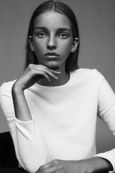 61 ideas for photography women models lighting Fashion Photography Poses, Photography Women, Amazing Photography, Portrait Photography, Beauty Photography, Photography Ideas, Studio Poses, Studio Portraits, Photo Portrait