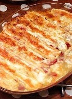 La cuisine savoyarde, authentique et conviviale, met à l'honneur les produits du terroir. Voici la recette de la tartiflette, une délicieuse spécialité à base de pommes de terre et de reblochon. par Audrey