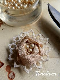 Hello my dear friends, today I am so excited to share my latest free tutorial with you! It is the how to make my seam binding roses. They ar...