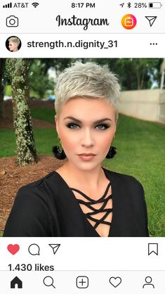 Color and cut Short Grey Hair color Cut Funky Short Hair, Really Short Hair, Super Short Hair, Short Grey Hair, Short Hair Cuts For Women, Short Pixie, Pixie Cuts, Pixie Hairstyles, Cool Hairstyles