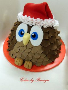 I know everyone is probably sick of seeing Christmas cakes, but I've only ever made 2 and really wanted to share this one with you all :) I made this little guy for our big family Christmas gathering. I had already decorated a fruit cake in a more. Ladybug Cakes, Owl Cakes, Cupcake Cakes, Fruit Cakes, Chrismas Cake, Christmas Cupcakes, Mini Tortillas, Christmas Owls, Christmas Treats