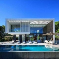 Fabulous Modern Villa Darzi in Portugal by Arquimais Architecture and Design Luxury Modern Homes, Luxury Homes Dream Houses, Luxury Real Estate, Design Exterior, Modern Exterior, Modern Villa Design, Dream House Exterior, Modern Architecture, Portugal