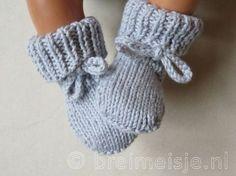 17 ideas for diy baby booties bebe Diy Baby Socks, Crochet Baby Socks, Baby Booties Knitting Pattern, Crochet Bebe, Crochet Baby Booties, Baby Knitting Patterns, Cute Baby Clothes, Baby & Toddler Clothing, Brei Baby