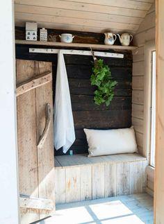 Vanha hirsisauna Keski-Suomessa   Meillä kotona Sauna House, Sauna Room, Bungalow, Outdoor Sauna, Sauna Design, Nordic Home, Forest House, Cottage Interiors, Small Space Living